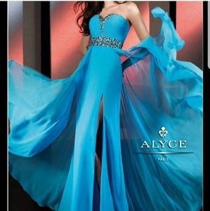 Size 10 NWT Alyce prom formal pageant dress gown